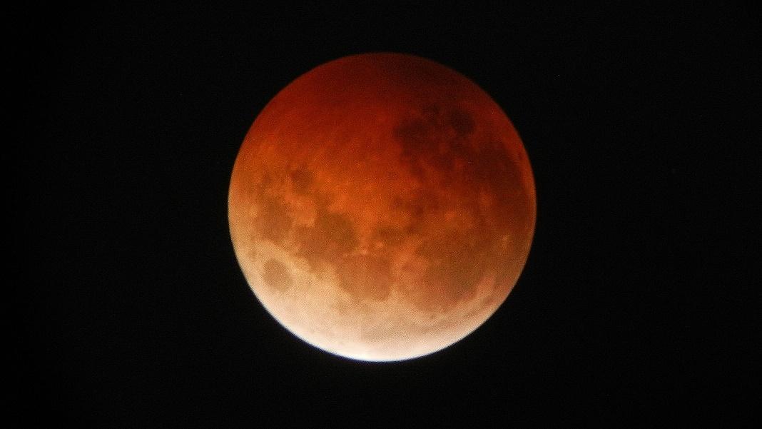 皆既月食2014年10月8日19時26分